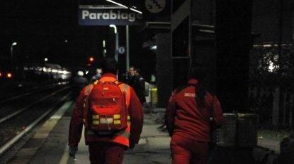 15enne investito ed ucciso dal treno di fronte agli amici. Si indaga: forse un gioco mortale?