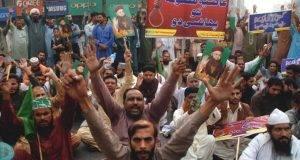 """Asia Bibi assolta, la rabbia degli islamisti: """"Uccidete i giudici e Asia"""". Il presidente pakistano la difende"""