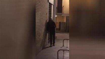 """Donna molestata sotto casa da un pusher: """"Devo vendere cocaina, f*****o polizia"""""""