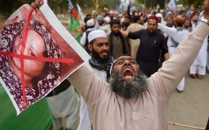 """Il Pakistan si arrende agli estremisti: Asia Bibi resta in carcere. La sua assoluzione sarà """"revisionata"""""""