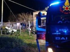 Incendio in casa, è tragedia: morti madre e figlio, il padre salvato dai soccorritori