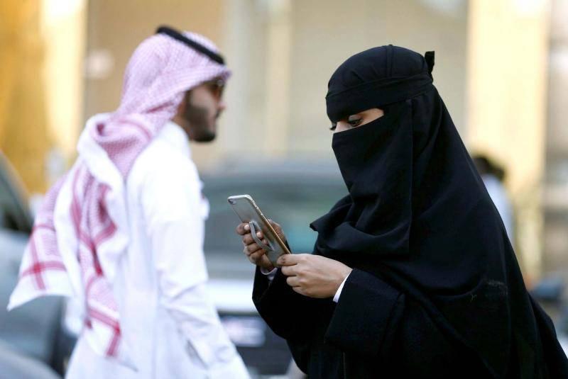 Le donne saudite protestano contro il vestito integrale indossandolo al contrario