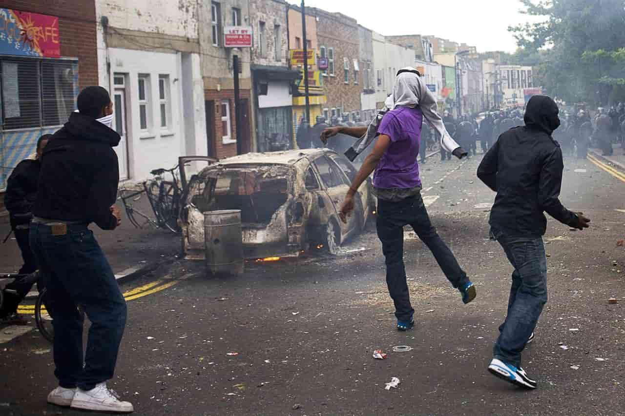 Londra, la guerra fra gang è fuori controllo. Tre morti in 72 ore, tutti giovanissimi