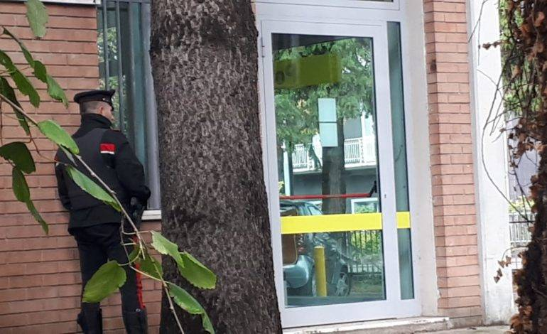 Paura alle Poste: condannato per 'ndrangheta ha in ostaggio cinque dipendenti ed è armato