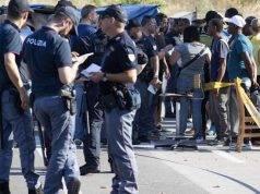 """Roma, sgombero di Baobab, tendopoli dei migranti e centro sociale. Salvini: """"Basta zone franche"""""""