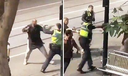 Terrore a Melbourne, uomo accoltella tre passanti e fa esplodere la sua auto: un morto
