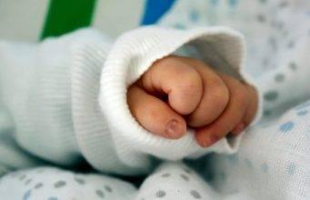 Bimba di 14 mesi trasportata in coma in Ospedale: nelle sue urine tracce di marijuana