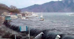 Indonesia, terrificante eruzione e poi tsunami di 20 metri d'altezza: 168 morti e più di 700 dispersi