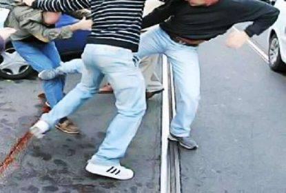 Inter-Napoli, scontri fra tifosi: 4 accoltellati e una persona investita da una macchina