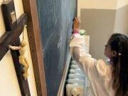 Le maestre cancellano il nome di Gesù dalla canzone di Natale: bambina si ribella e vince