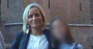 Mamma Paola muore nell'incendio per salvare le figlie, l'intero paese adotta le due orfane