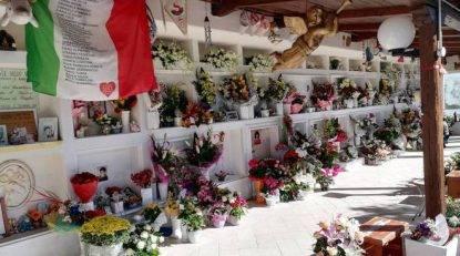 Molise, rubati giocattoli e regali dalle tombe dei bambini uccisi dal crollo della scuola nel 2002