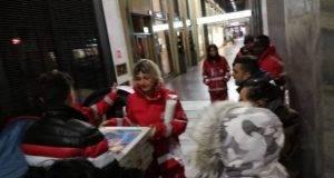 Prenotano per 60 in pizzeria e non si presentano: il titolare decide di regalare le pizze ai senzatetto