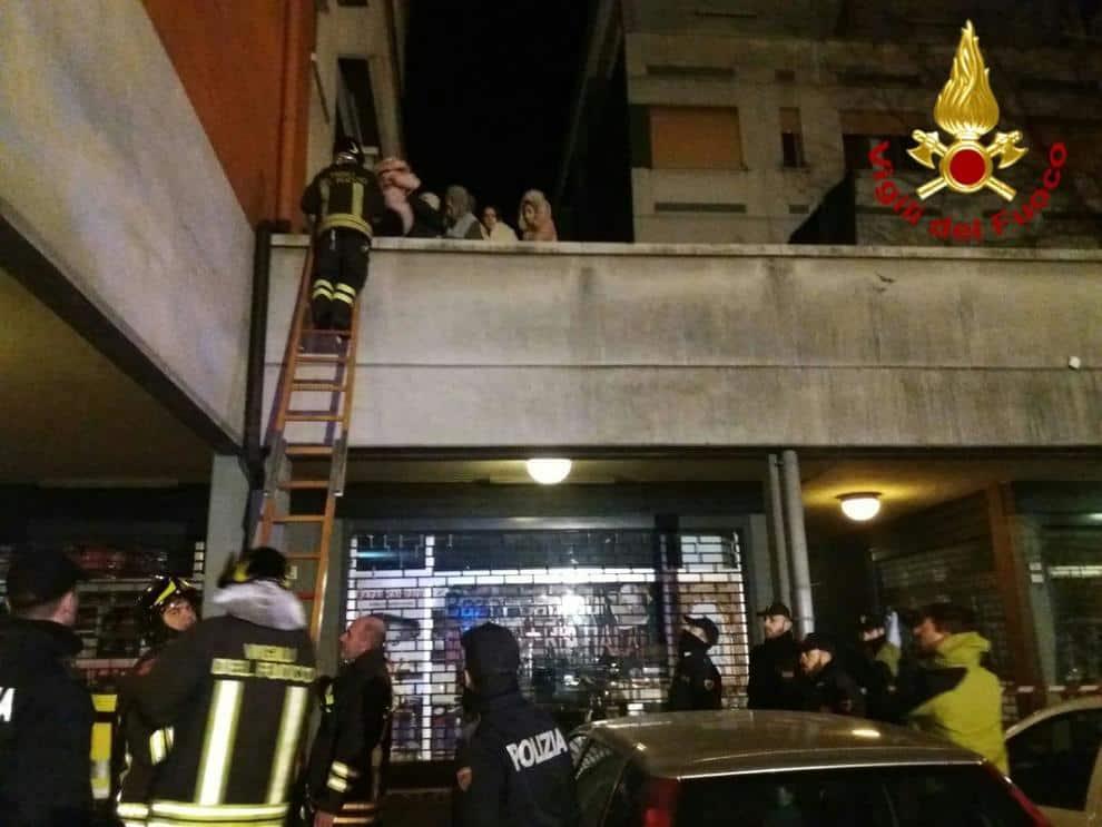 Reggio Emilia, incendio choc nella palazzina: due morti, gravissime due bambine
