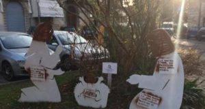"""Presepe vandalizzato ad Udine, volti della Sacra Famiglia pitturati di nero: """"Gesù è un migrante"""""""