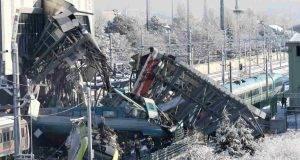 Treno ad alta velocità deraglia e si schianta contro il cavalcavia, è strage- 9 morti e 47 feriti -min
