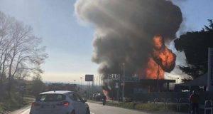 Distributore prende fuoco sulla Salaria