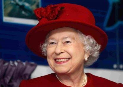 """""""La regina Elisabetta è morta, #RIPQueenElizabeth"""", la bufala diventa virale su Twitter"""