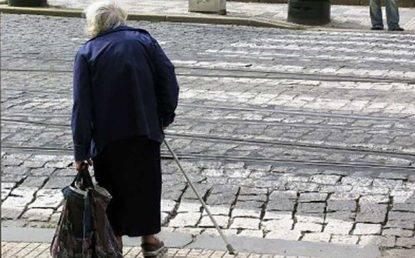 """Anziana ruba 13€ di cibo al market, denunciata: """"Ho sbagliato, ma vivo con 425 euro al mese"""""""