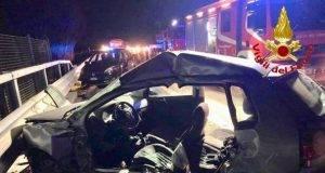 Branco di cinghiali invade l'A1, morto un ragazzo di 28 anni, grave la fidanzata. 10 feriti, cinque son bambini