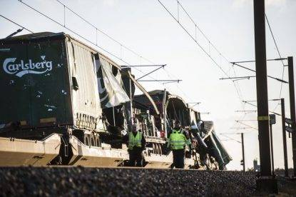 Drammatico incidente ferroviario su un ponte in Danimarca: diversi morti e feriti