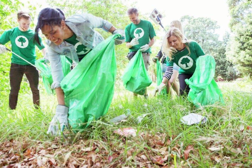 Volontari e guardie ambientali contro l'emergenza rifiuti