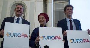 """+Europa nel caos- """"Vitto, alloggio e viaggio gratis per farci votare come segretario Della Vedova"""""""