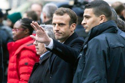 """Macron appoggia la folla in Venezuela: critiche in Francia, """"Lui fece arrestare il leader dei gilet"""""""
