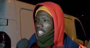 Si getta nel fiume gelido per salvare un suicida: l'eroico gesto di Ousmane, 21 anni