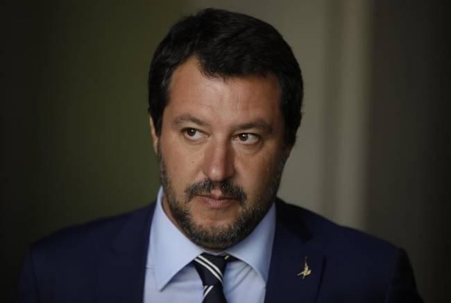 """Salvini si pronuncia contro l'aggressione a L'Espresso """"In galera chi mena le mani"""""""
