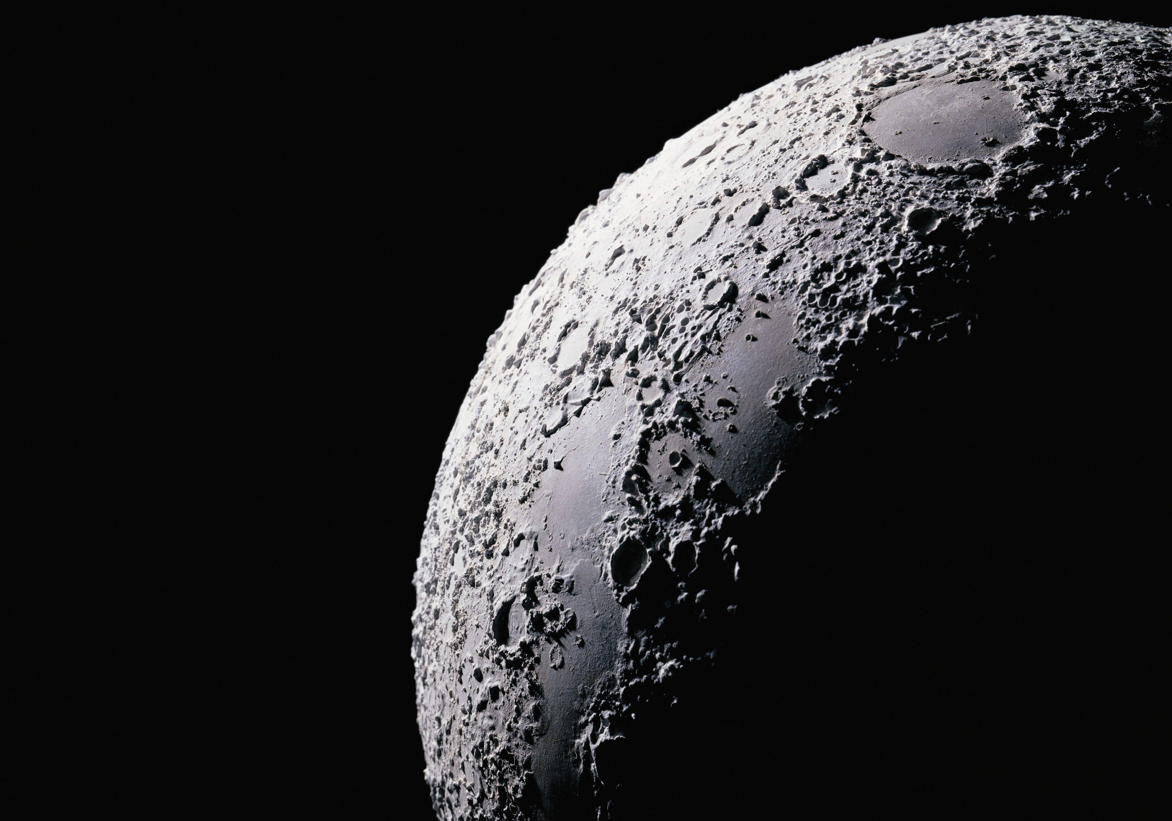 """Il lato """"oscuro"""" della luna sarà esplorato per la prima volta da una sonda spaziale cinese"""