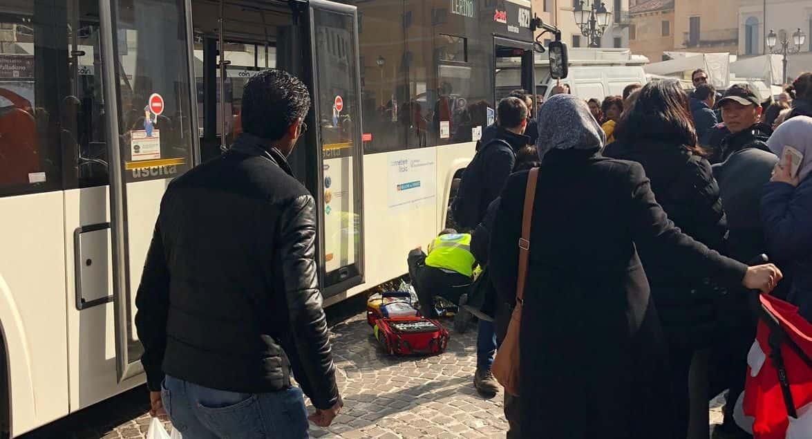 """Bimbo investito dal bus a Vicenza, amputata parte del piede. Polizia: """"Cerchiamo testimoni, fatevi avanti"""""""