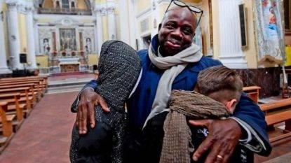 Il mediatore culturale aggredito a Napoli incontra i suoi piccoli aggressori e li perdona