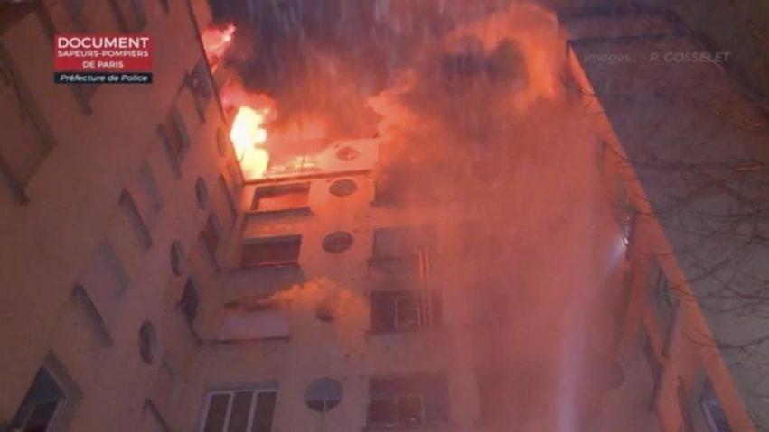 Parigi, palazzo in fiamme nella notte, 10 morti e 36 feriti