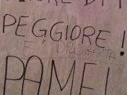 """Pamela Mastropietro, scritta oltraggiosa sulla targa lasciata dalla madre: """"Era una drogata"""""""