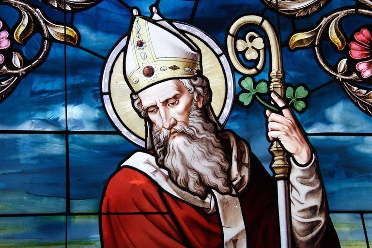 San Patrizio, festeggiato il 17 Marzo, combatté contro la stregoneria