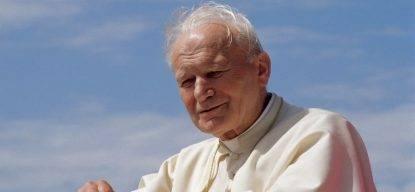 """Due donne """"cattoliche"""" vogliono togliere la sanità a Papa Wojtyla"""