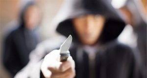 """Donna di 83 anni rapinata e minacciata col coltello: """"Dicci dove sono i soldi o t'ammazziamo"""""""