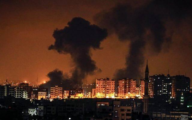 Gaza, comincia l'inferno: Israele bombarda i palazzi dei civili, si rischia l'escalation