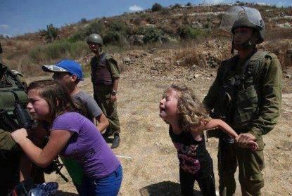 Gaza, soldati israeliani sparano sui civili: 4 palestinesi uccisi, tre erano minorenni. 244 feriti
