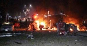 Kamikaze degli estremisti islamici nell'hotel, inferno a Mogadiscio: almeno 18 morti