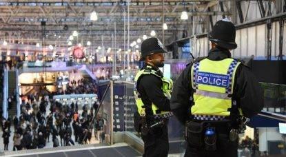 """Londra, tre pacchi bomba disattivati nelle stazioni metro ed aeroporti. """"Torna incubo terrorismo"""""""
