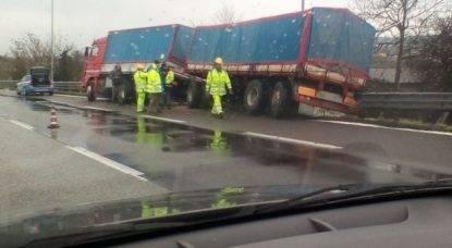 Malore in autostrada: il camionista fa in tempo ad accostare per evitare una strage e poi muore