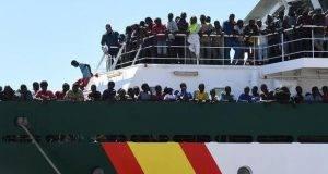 Mercantile dirottato dagli immigrati approda a Malta. La polizia maltese libera la nave