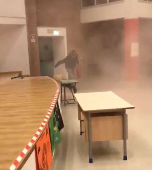 Napoli, giovanissimi vandali devastano la scuola urlando frasi della serie tv Gomorra