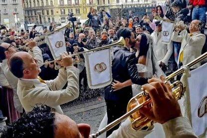Napoli, le nozze trash fra cantante e vedova della camorra intralciano l'iniziativa anti-mafia