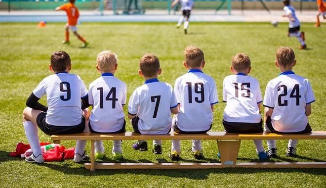 """Dopo che un genitore ha sbraitato """"Sei una femminuccia"""" a un bambino, l'allenatore ha interrotto la partita e ritirato la squadra"""