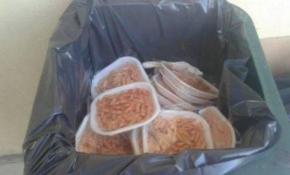 """Sequestrano le cuoche nella mensa perché """"il cibo non è buono"""", denunciate quattro nigeriane"""