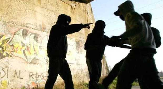 """Sgominata baby gang di minorenni, """"Violenza estrema anche per rubare 5 euro"""""""