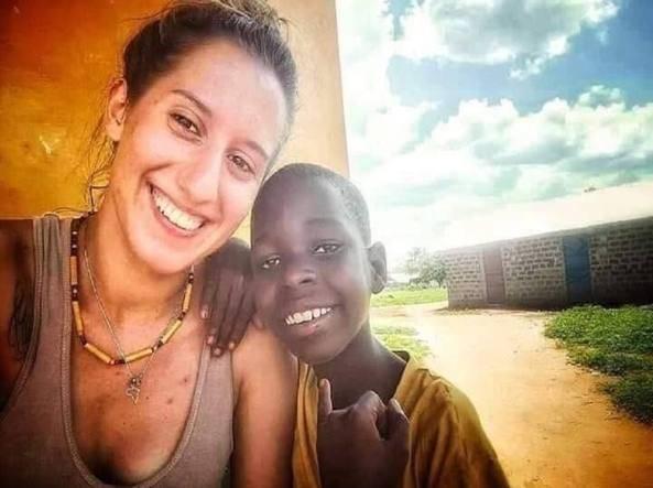 """Silvia Romano, la terribile ipotesi: """"Uccisa in uno scontro a fuoco"""". Il governo keniota non smentisce (e non collabora)"""